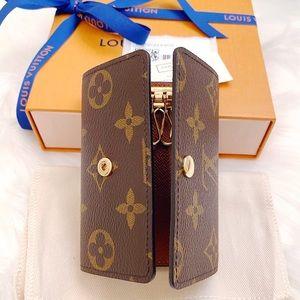 NWT Louis Vuitton Key 6 Holder, M62630